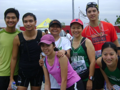 jinoe, taki, que, nora, me, running fat boy and a friend